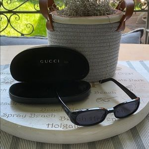 💯 GUCCI BLACK SUNGLASS W CASE HOLDER❤️ COOL!!😎